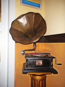 Windup gramophone disc record player, history of phonograph, recording music industry